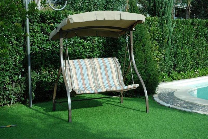 Dondolo Da Giardino Prezzi : Dondolo da giardino: relax e benessere